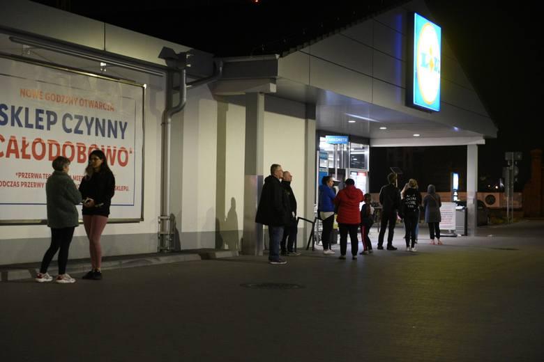 Jaką popularnością cieszą się nocne zakupy w Toruniu? Gdzie można spodziewać się kolejek, a gdzie ich w ogóle nie ma? Sprawdziliśmy! Zobaczcie nasze