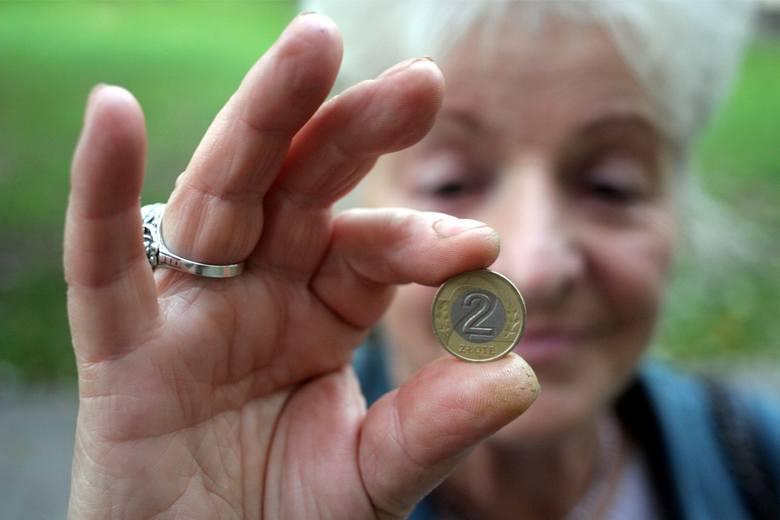 Czternasta Emerytura ma być wypłacana w listopadzie w wysokości minimalnej emerytury, czyli 1250,88 zł brutto. Nie wszyscy otrzymają ją w takiej samej
