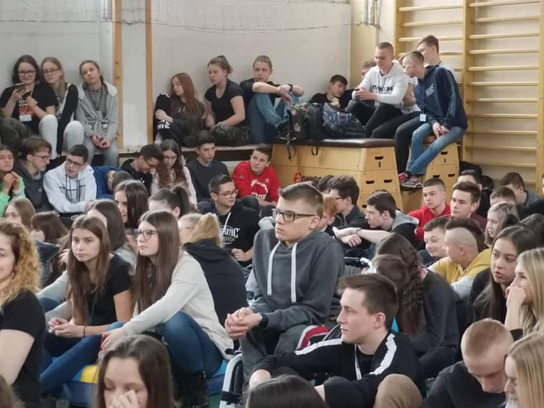 Nowy Sącz. Mgr Mors szykuje z uczniami i nauczycielami nowy mural. Co będzie jego tematem? [ZDJĘCIA]