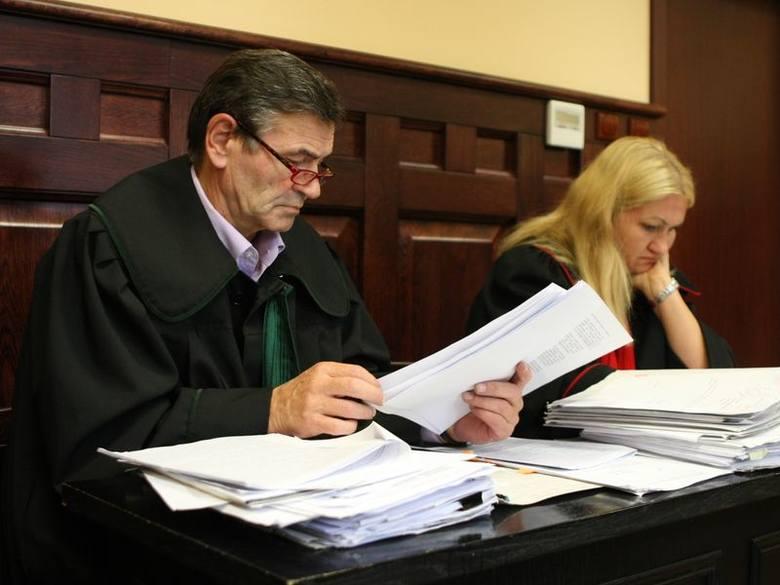 Oskarżenie: prokurator Renata Szamiel i adwokat Krzysztof Szymański, pełnomocnik pokrzywdzonych.