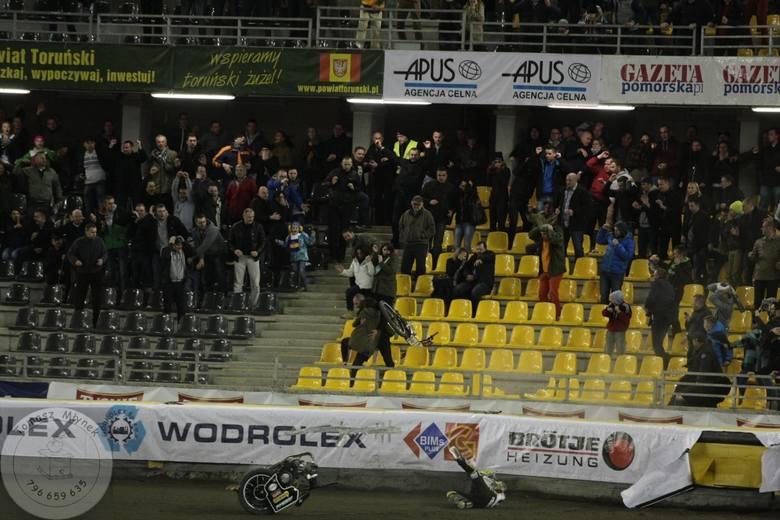 Tego w Speedway Ekstralidze jeszcze nie było. W pierwszym meczu na Motoarenie sezonu 2015 padł remis, a w ostatnim wyścigu na części rozpadł się motocykl
