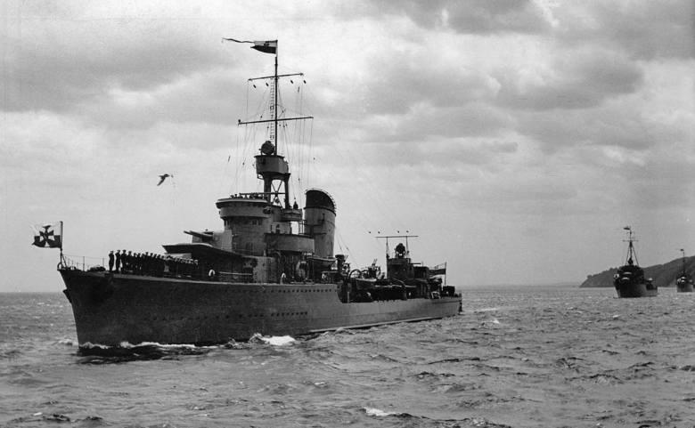 """Niszczyciel ORP """"Błyskawica"""" podczas Obchodów Święta Morza w Gdyni. Rok 1938"""