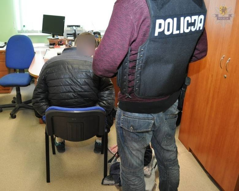 Dwaj mężczyźni usłyszeli zarzuty fizycznego i psychicznego znęcania się ze szczególnym okrucieństwem nad 44-letnim bezdomnym. Sąd zdecydował o zastosowaniu aresztu tymczasowego wobec tych osób