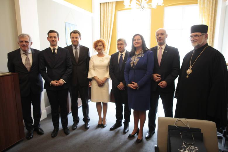 W 2017 roku otworzono konsulat honorowy Ukrainy w Opolu. Stanowski konsula honorowego tam objęła Irena Pordzik.<br />