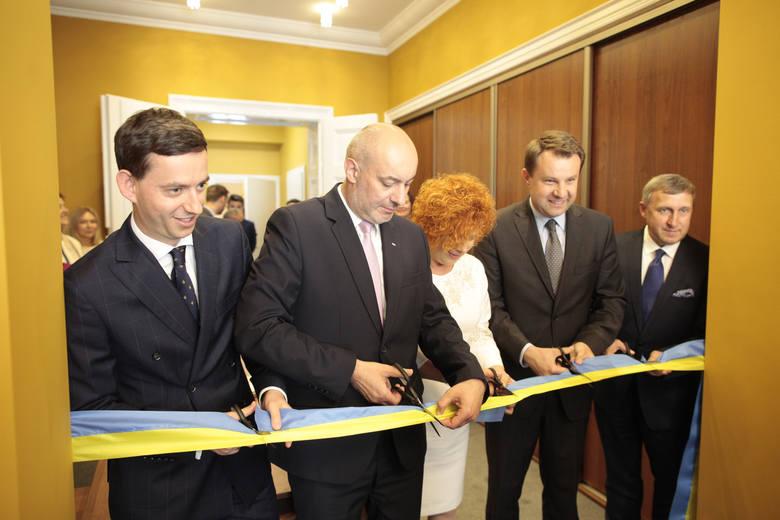 W 2017 roku otworzono konsulat honorowy Ukrainy w Opolu. Stanowski konsula honorowego tam objęła Irena Pordzik.