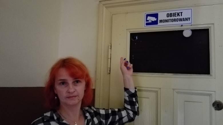 Mirena Żak jest zdania, że kamer w kamienicy jest za dużo. To łamie jej poczucie prywatności...
