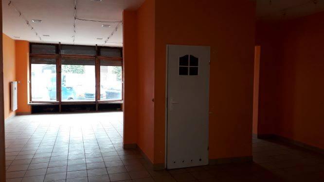 Wynająć można lokal w gmachu Feniksa przy ul. Basztowej 15 i Rynku Kleparskim 4 (oferowany jest lokal z wejściem od strony Starego Kleparza) o powierzchni