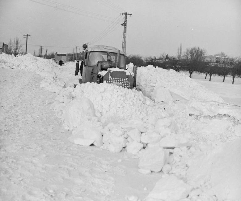 Tej zimy nikt nie zapomni! Zima stulecia rozpoczęła się w Sylwestra 1978 r. Gdy Nowy Rok witaliśmy szampanem, zaczynała się biała apokalipsa