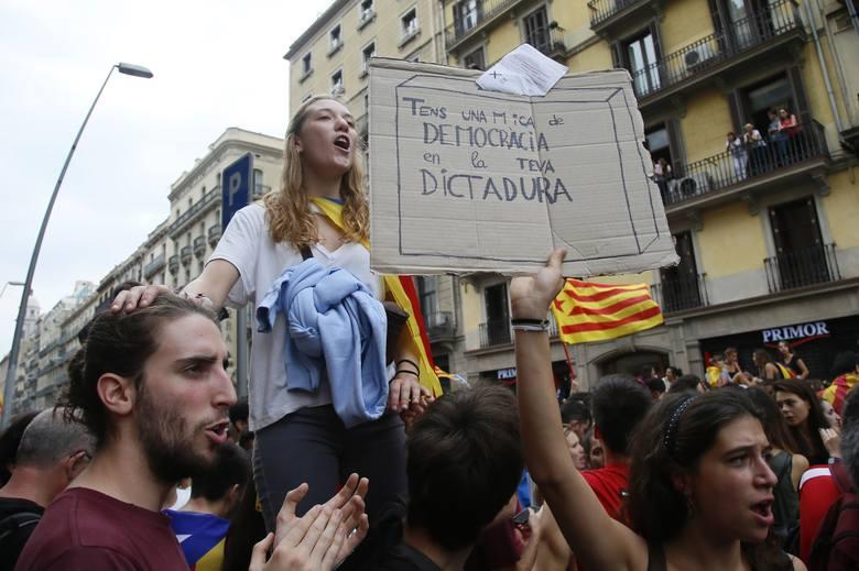 Hiszpania: Strajk generalny w Katalonii. Protesty przeciwko brutalności policji [ZDJĘCIA] [WIDEO]