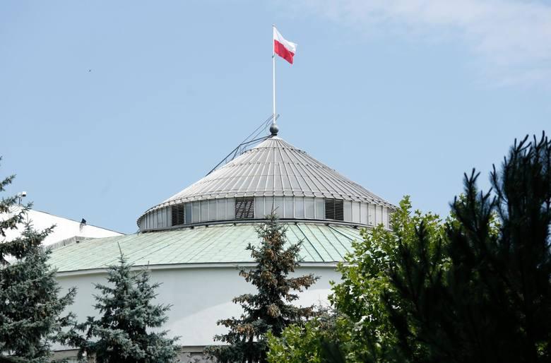 Ustawa dot. głosowania korespondencyjnego przyjęta przez Sejm. Porozumienie Gowina głosowało za