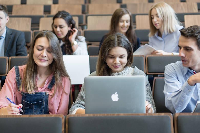 UAM – tu znajdziesz studia dla siebie! Chcemy być z Tobą w stałym kontakcie!