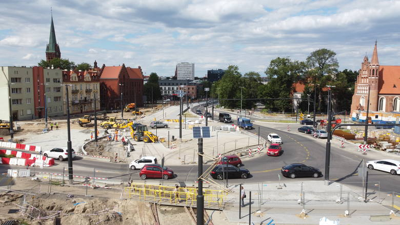Od półtora roku trwa rozbudowa ulicy Kujawskiej, która jest największą inwestycją realizowaną obecnie w Bydgoszczy. Zobaczcie najnowsze zdjęcia z największego