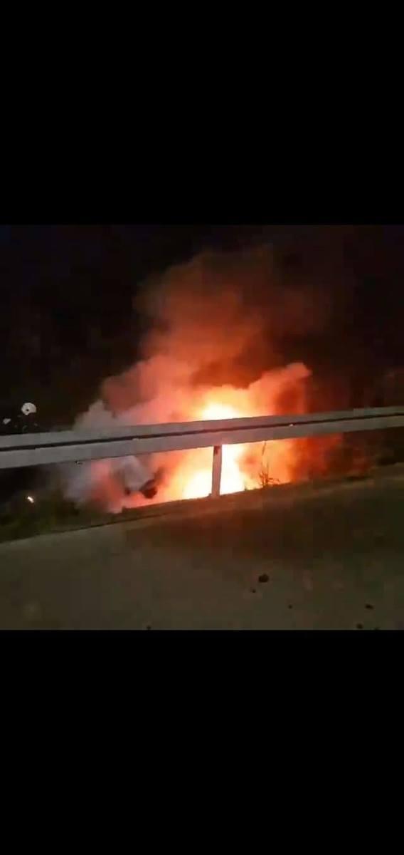 Wypadek w Sieteszy. W nocy citroen C3 wypadł z drogi i się zapalił [ZDJĘCIA]
