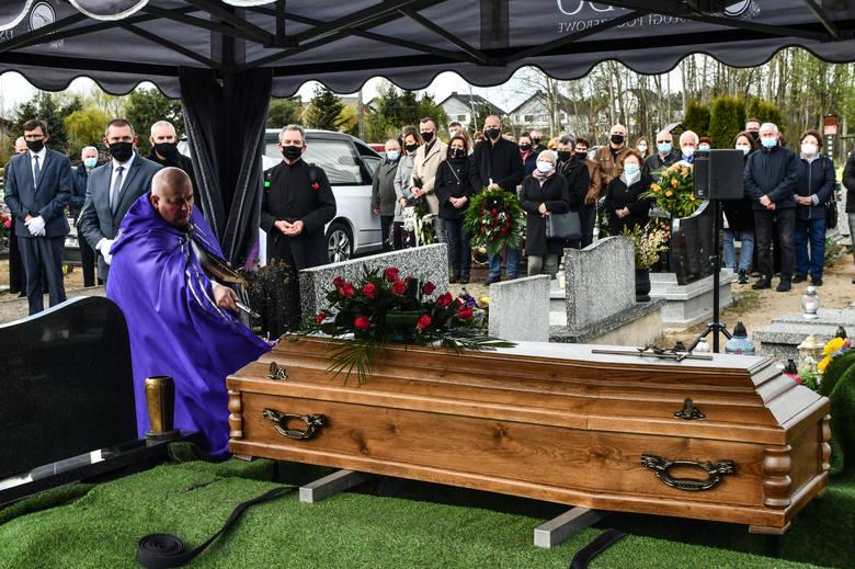 W czwartek 6 maja mieszkańcy gminy Osielsko pożegnali Stanisława Mikulskiego, zasłużonego samorządowca i społecznika