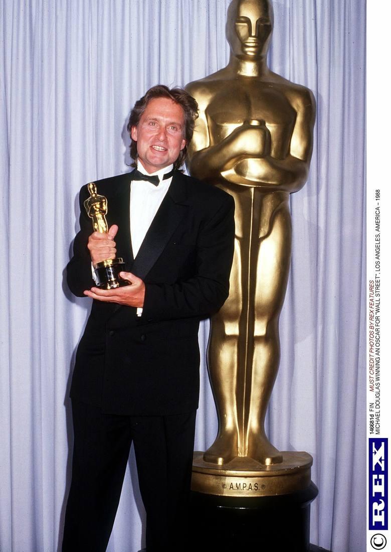 """Michael Douglas z Oscarem dla najlepszego aktora za film """"Wall Street"""" (1988 r.)"""