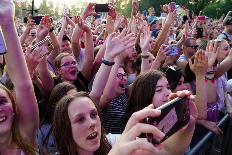Trwają Dni Swarzędza 2019. Wielka impreza na polanie przy ul. Strzeleckiej rozpoczęła się w piątek. Pierwszego dnia publiczność rozgrzali m.in. Sławomir
