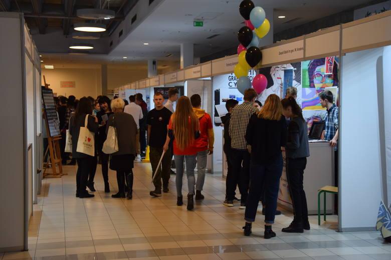 Częstochowa: Targi Szkolne Zawodowiec trwają w Hali Sportowej na Zawodziu