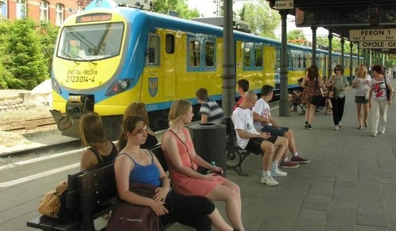 W wakacje na pasażerów czekają utrudnienia.