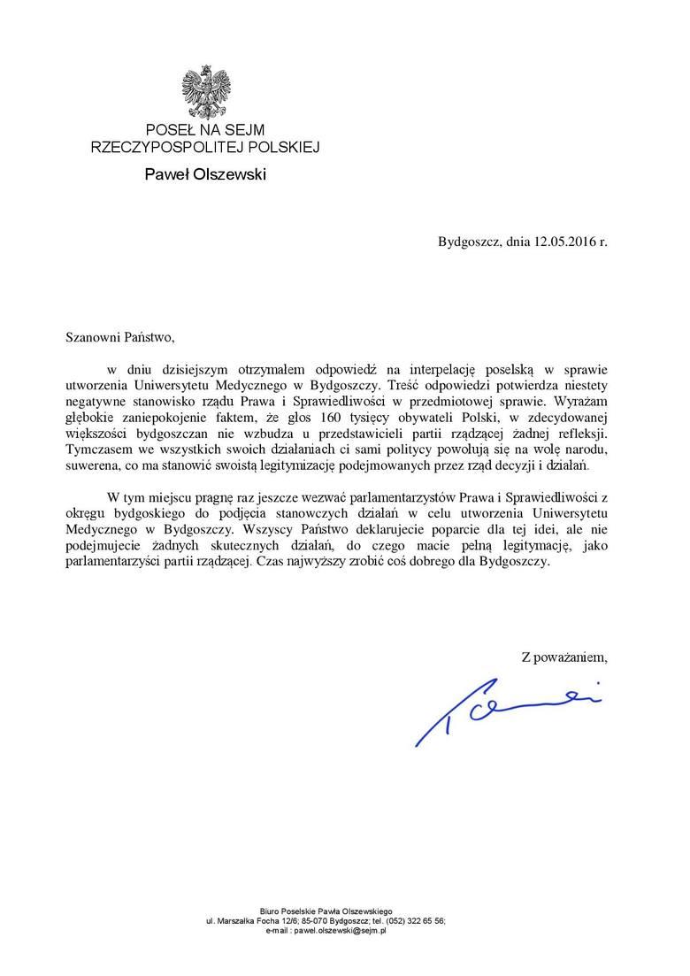 Petycję przeciw odłączeniu CM od UMK podpisywali wczoraj na Szerokiej toruńscy radni PO - Paweł Wiśniewski i Łukasz Walkusz.