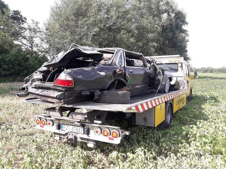 Do zdarzenia doszło w czwartek, 4 lipca, na drodze S3 koło mostu w Cigacicach. Z dogi wypadł jaguar. Dwie osoby trafiły do szpitala.Około godz. 11.00