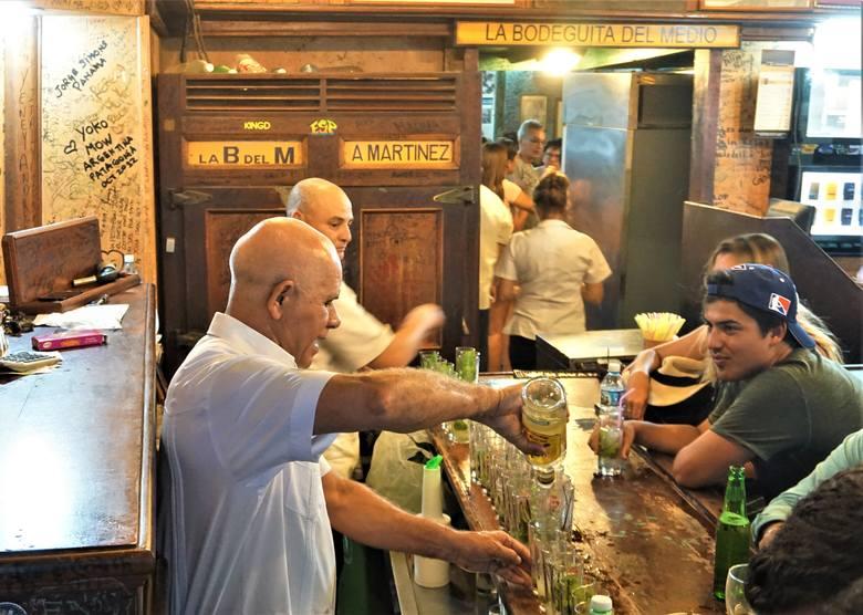 La Boguedita Del Medio, niegdyś na mojito wpadł tu Ernest Hemingway, dziś, jest turyści są tu dowożeni niemal hurtowo.
