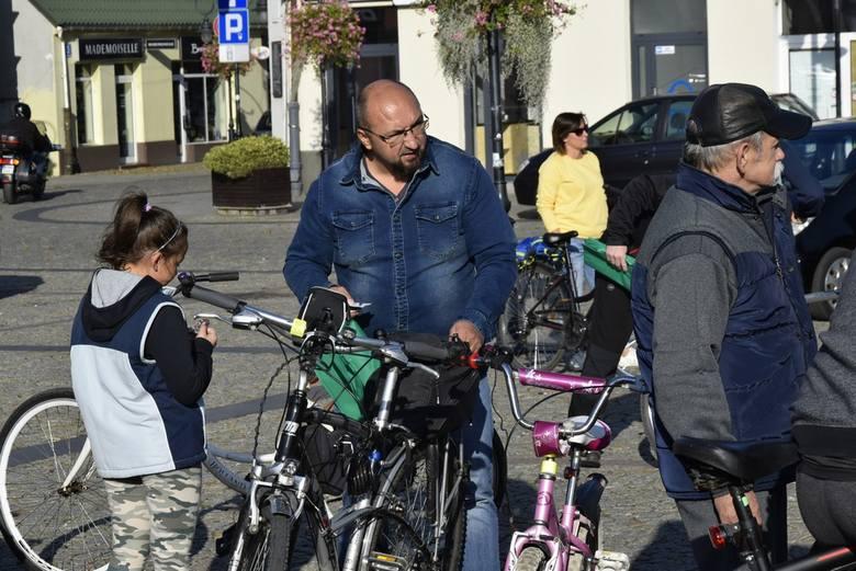 Z rynku w Skierniewicach ruszył XVIII Rajd Pieczonego Ziemniaka. Blisko 100 rowerzystów wybrało się w trasę o długości 28 kilometrów. Zakończenie rajdu zaplanowano w ośrodku Sosenka. Organizatorem rajdu jest skierniewicki oddział PTTK Szaniec.