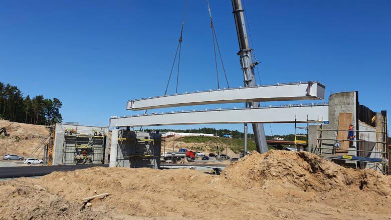 Budowa trzech odcinków drogi ekspresowej S6 między Bożympolem Wielkim a Gdynią w toku
