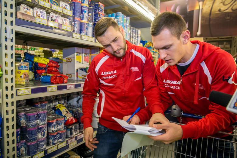 08.12.2016, z Mateuszem Cetnarskim podczas zakupów dla Szlachetnej Paczki