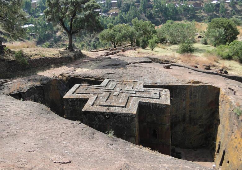 Lalibela to dla wyznawców Etiopskiego Kościoła Ortodoksyjnego miejsce święte, do którego tłumnie przybywają chrześcijańscy pielgrzymi. Nazwa miejscowości