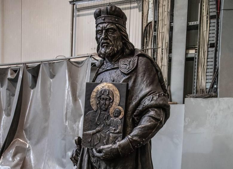 Władysław II Opolczyk jest najbardziej znany jako fundator klasztoru na Jasnej Górze. Opolski pomnik też to dzieło przypomina.