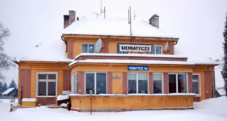Jednym z dworców, który doczeka się przebudowy w ramach programu jest obiekt  Siemiatycze  Stacja. PKP SA wyłoniła już wykonawcę prac modernizacyjnych.