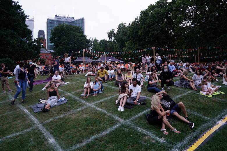 W ramach Letniego Brzmienia w parku Starego Browaru usłyszymy jeszcze pięć koncertów. Występy wykonawców z czołówki polskiej muzyki rozrywkowej odbywają
