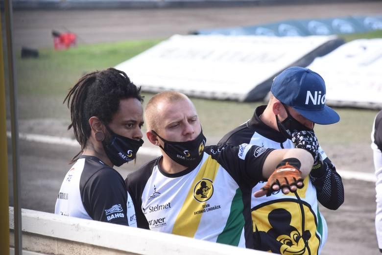 Żużlowcy RM Solar Falubazu Zielona Góra kapitalnie rozpoczęli lubuskie derby na własnym torze. Po siódmym wyścigu prowadzili już 30:12, później nieco