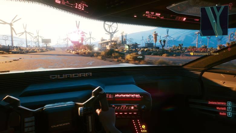 Przyszłość w czystej postaci. Między innymi tak wygląda świat z wnętrza pojazdu w Night City. Znajomy wygląd? Być może wy również macie za sobą wiele