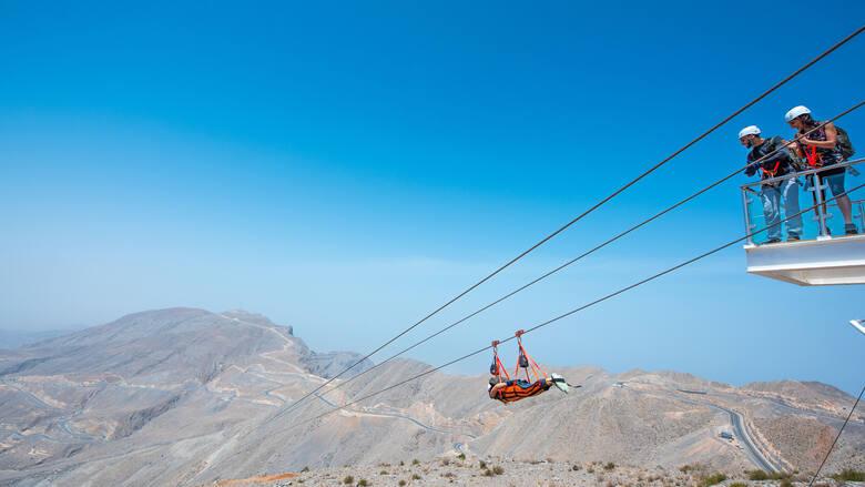 Ras Al Khaimah, jeden z najbardziej malowniczych i urozmaiconych emiratów w Zjednoczonych Emiratach Arabskich. Choć niewielki, wyrasta na turystyczną