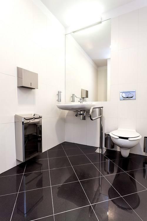 Jak dobrze zaplanować i wyposażyć publiczną łazienkę dla niepełnosprawnych?