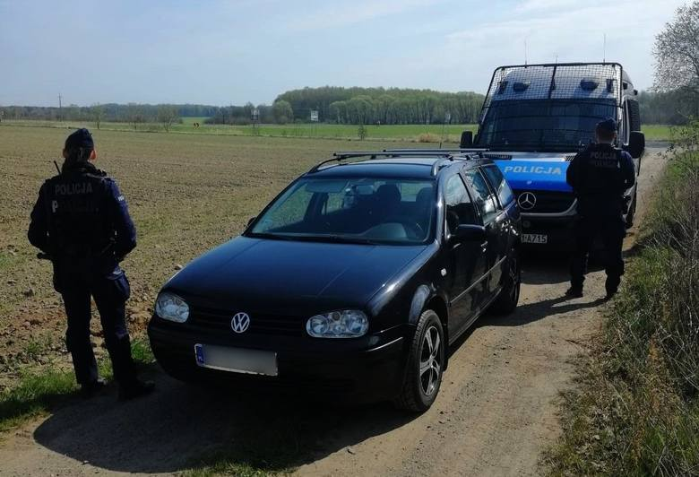 W Kleosinie 49-letni kierowca volkswagena nie zatrzymał się do kontroli drogowej. Policjanci natychmiast ruszyli za nim w pościg.