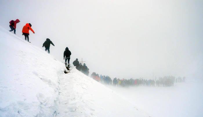 Według wstępnych danych około 2 tys. turystów wzięło udział w Drodze Krzyżowej na Tarnicę. Większość wyszła z Wołosatego. Powyżej górnej granicy lasu