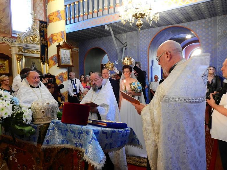 Ślub odbył się akurat w dniu parafialnego święta Narodzenia Najświętszej Marii Panny. Parze młodej w tym ważnym dniu towarzyszyły oczywiście kamery Telewizji