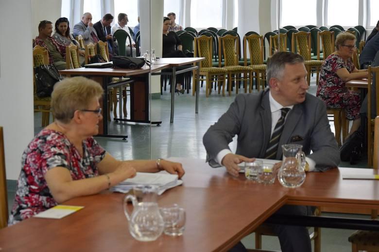 Odbyła się jubileuszowa, 50. w tej kadencji sesja Rady Miasta Skierniewice. Radni podjęli szereg uchwał o przystąpieniu do zmiany zagospodarowania przestrzennego