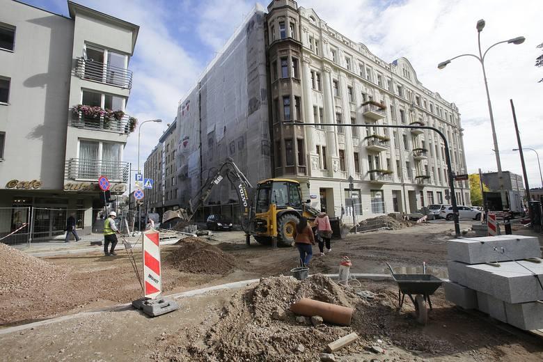 Od rozpoczęcia (w połowie maja) remontu ul. Sienkiewicza od al. Piłsudskiego do ul. Tuwima korki w centrum miasta w godzinach szczytu są jeszcze większe.