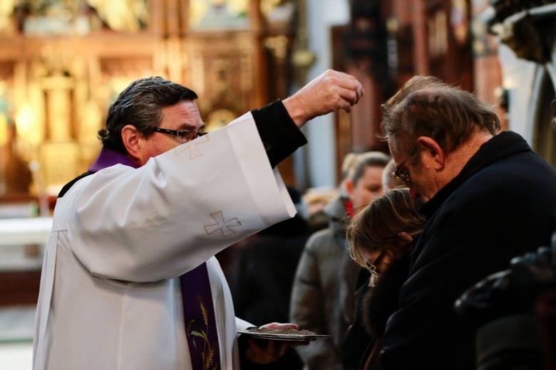 Środa Popielcowa w kościele [FOTO]
