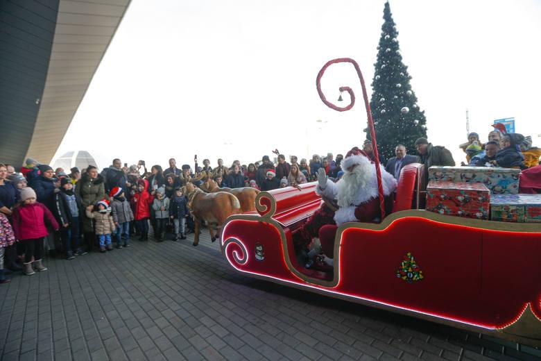 Święty Mikołaj wylądował na lotnisku w Jasionce.