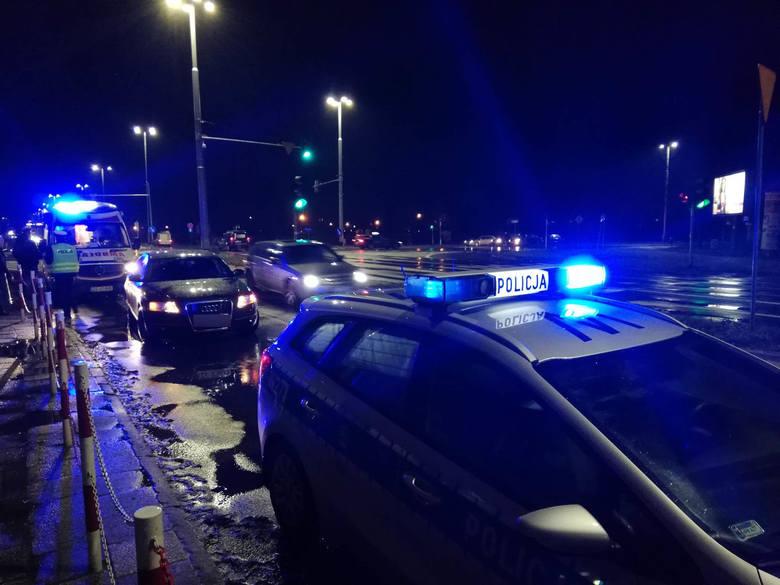We wtorek o godz. 19:30 w Koszalinie na skrzyżowaniu ul. Fałata, Młyńskiej i alei Monte Cassino doszło do wypadku. Na przejściu dla pieszych kierujący