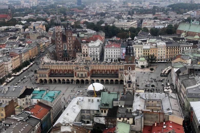Polish Hospitality Group - 3 500 000 zł.Polish Hospitality Group z siedzibą przy Rynku Głównym 44 jest właścicielem restauracji Karczma Staropolska,