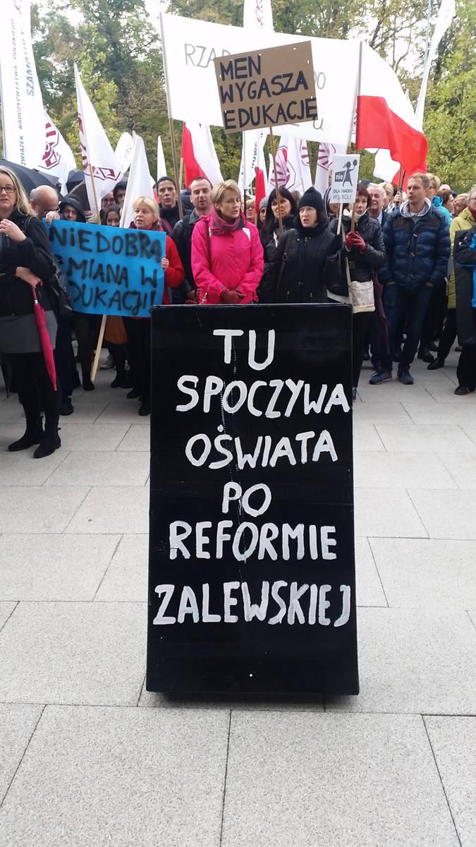 W październiku nauczyciele protestowali w 17 miastach, także w Poznaniu. W sobotę powtórzą to w stolicy