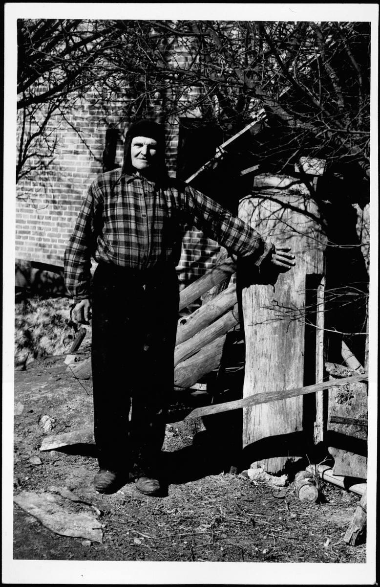 Nieznany pszczelarz z Lubelszczyzny, lata 60. XX wieku.