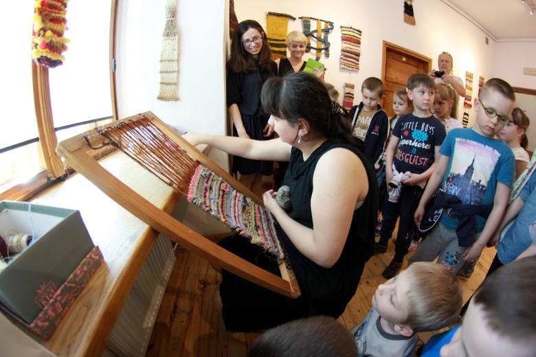 Miniatury tkackie autorstwa 19-letniej Pauliny Wiśniewskiej. można oglądać w Galerii po 111 Schodach w MDK przy ul. Bernardyńskiej 14 a w Lublinie