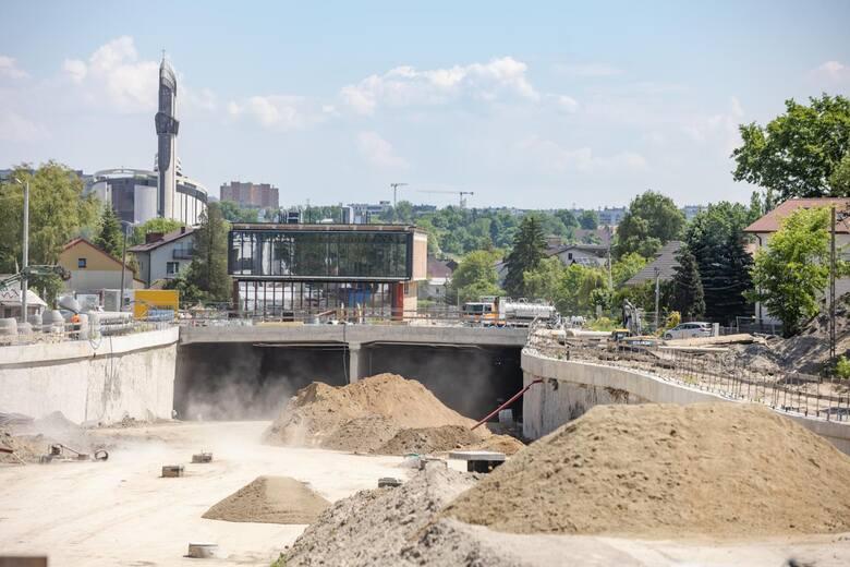 Trwają prace związane z budową Trasy Łagiewnickiej w Krakowie.
