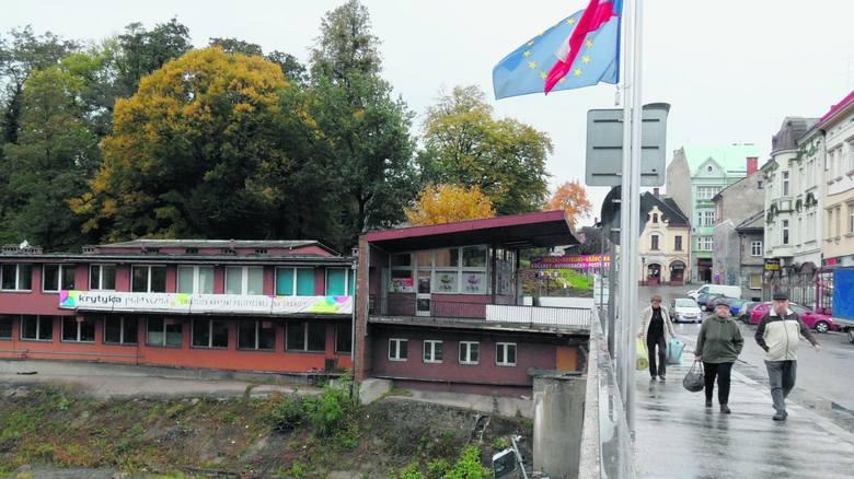 Znika budynek po straży granicznej przy Moście Przyjaźni w Cieszynie.Zobacz kolejne zdjęcia. Przesuwaj zdjęcia w prawo - naciśnij strzałkę lub przycisk